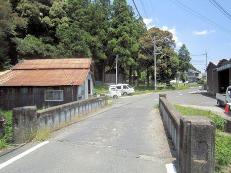 朝町川に架かる橋