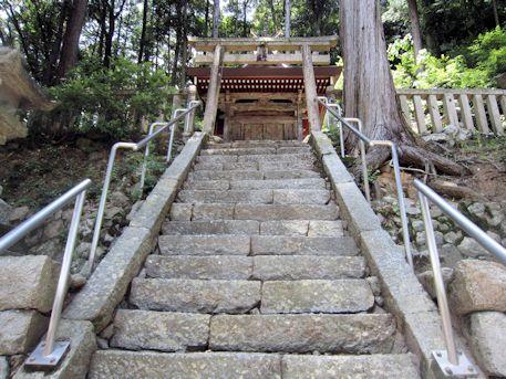 川合八幡神社の石段