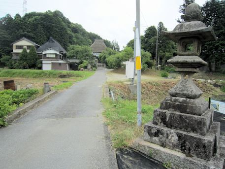 西念寺の石燈籠