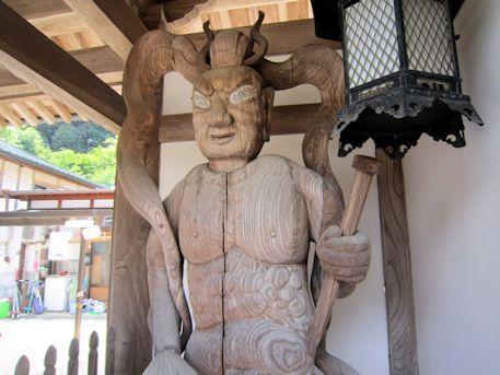 八紘寺仁王像