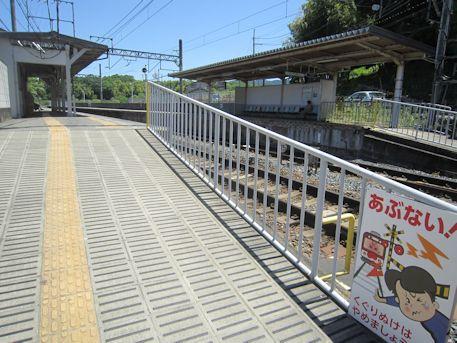 近鉄市尾駅プラットフォーム