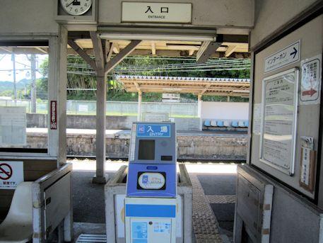 近鉄市尾駅改札口