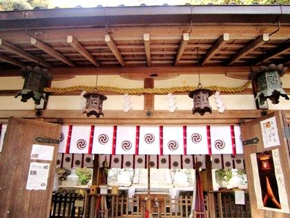 玉列神社拝殿
