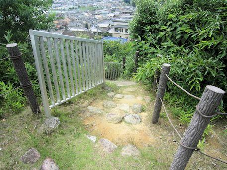 烏土塚古墳のアクセス階段