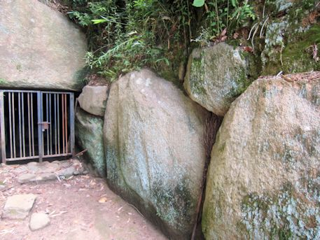 烏土塚古墳の側壁