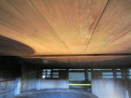 鉄湯船の天井