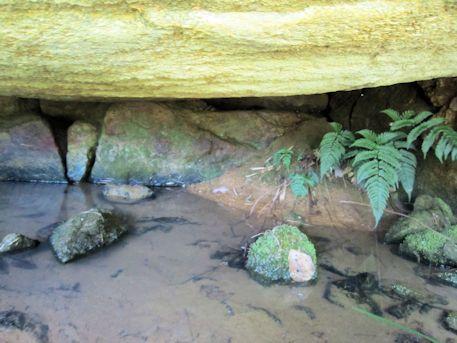 三里古墳の石棚