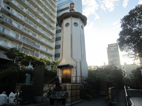 回向院の馬頭観音塔