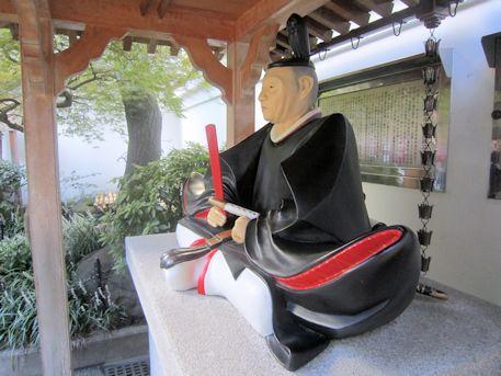 吉良上野介義央公座像