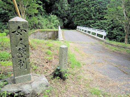 談山神社の女人禁制石柱