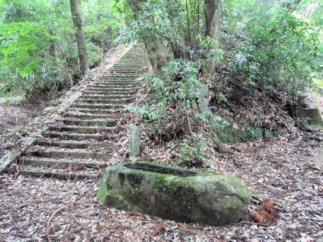 増賀上人墓の石段