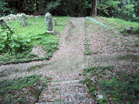 念誦崛の石段