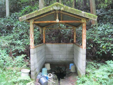 林道の井戸