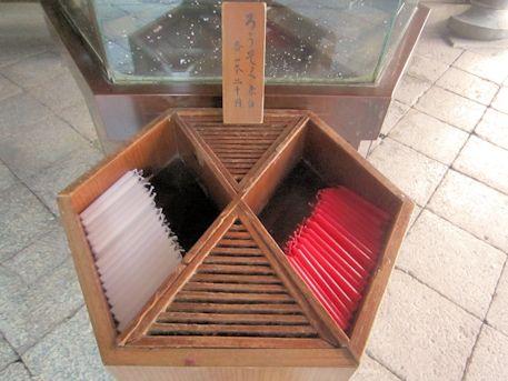 六角堂の紅白ロウソク