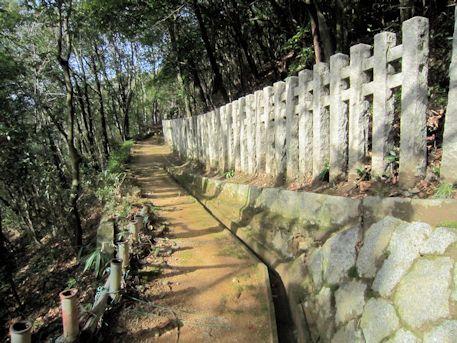 車木ケンノウ古墳のコンクリート柱