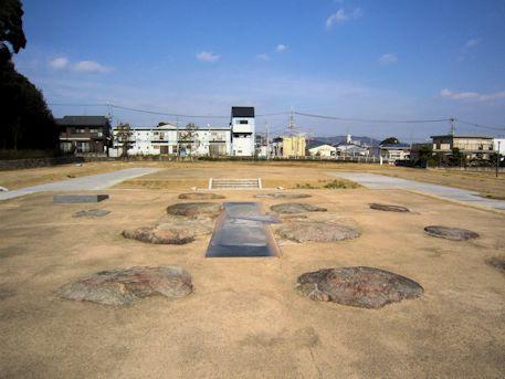 尼寺廃寺跡の塔・金堂