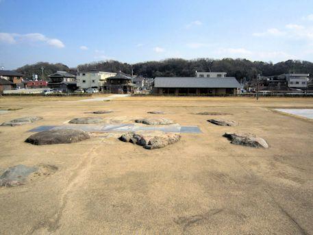 尼寺廃寺跡の塔礎石