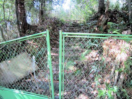 真弓鑵子塚古墳のフェンス