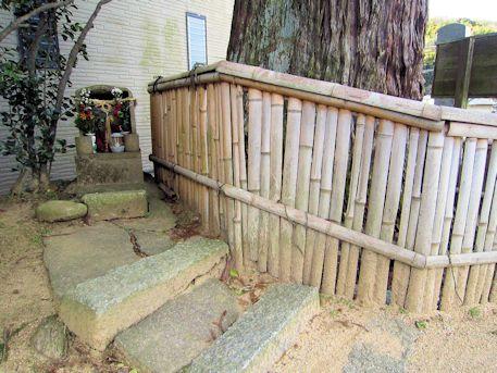 光雲寺の石仏龕