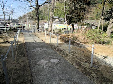 水平社博物館への道