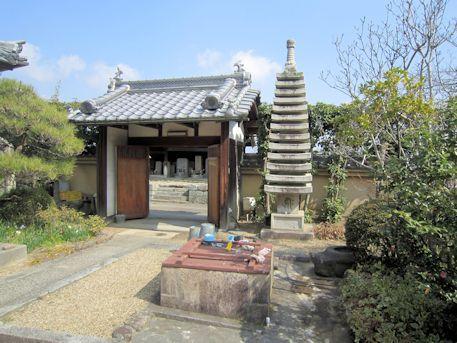 安楽寺十三重石塔