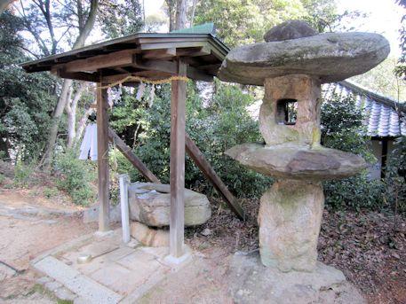 白山姫神社の石燈籠