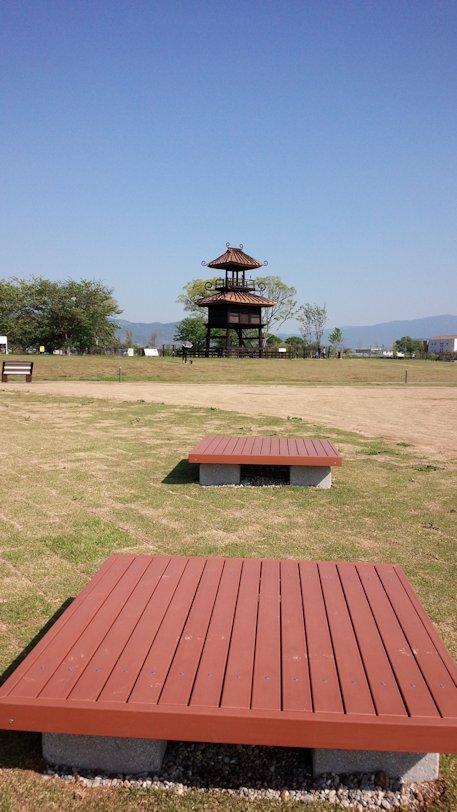 唐古鍵遺跡史跡公園のベンチ