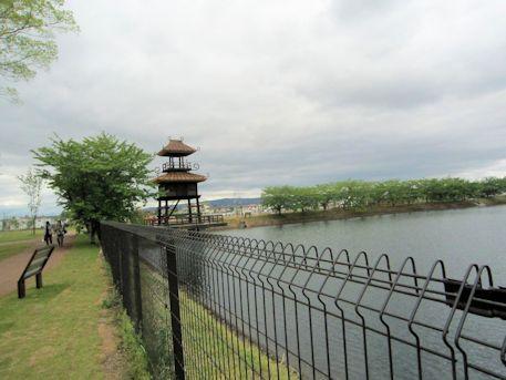高角砲台跡と復元楼閣