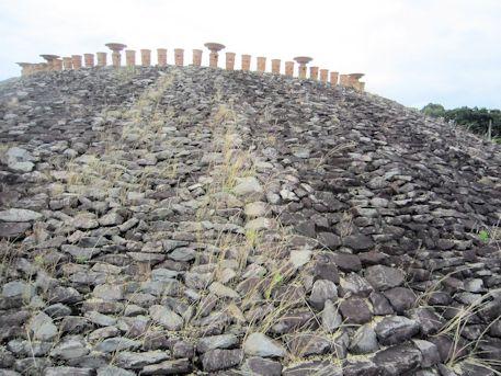 三吉石塚古墳の葺石
