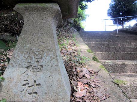 篠畑神社の石燈籠