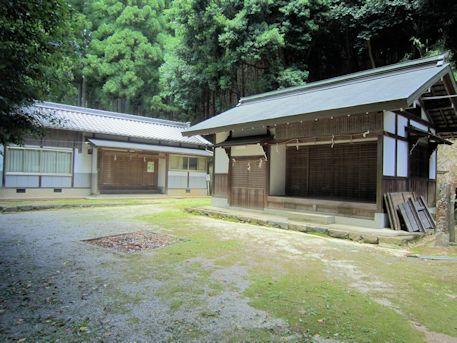 篠畑神社神饌所と社務所