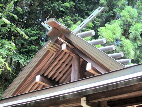 篠畑神社の風穴