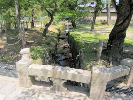 東大寺の白蛇川