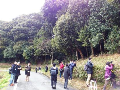 箸墓古墳と報道陣