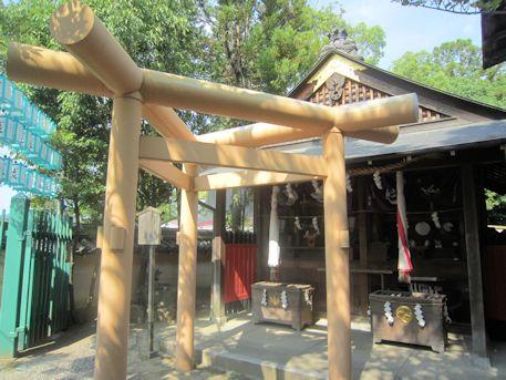 大神教本院の三柱鳥居