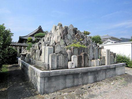慶運寺の墓石