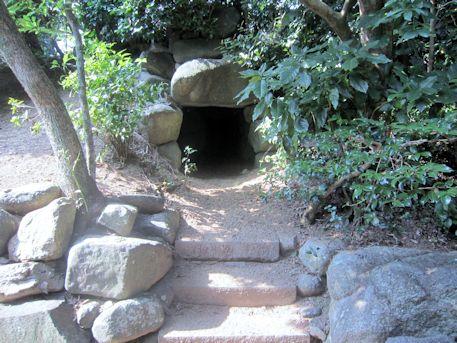 慶運寺裏古墳の石室開口部