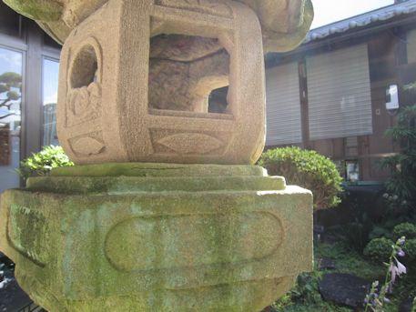 石燈籠の格狭間