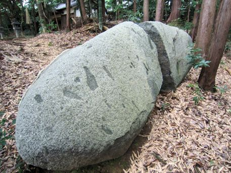 御厨子神社の月輪石
