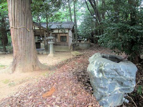 御厨子神社の手水石