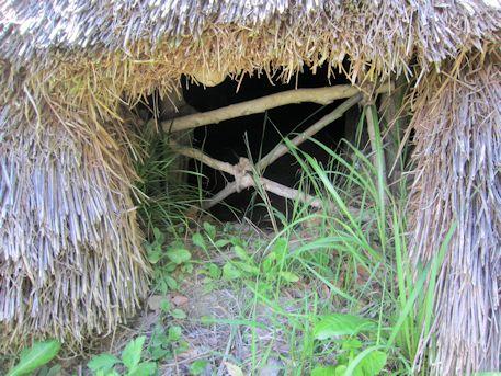 竪穴式住居入口