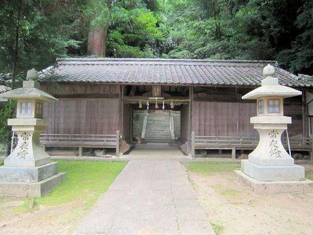 神楽岡神社割拝殿