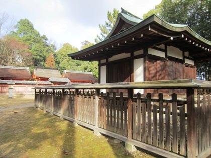 九所明神拝殿と織部型石灯籠