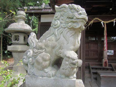 石上市神社の狛犬