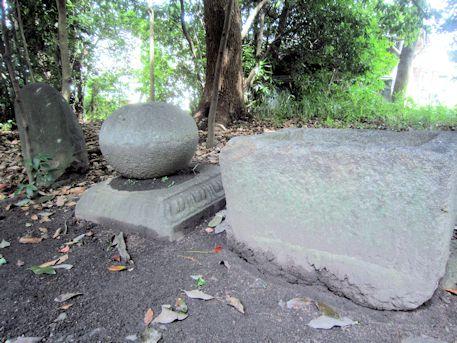 石上市神社の石