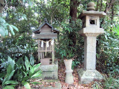 石上市神社の境内社