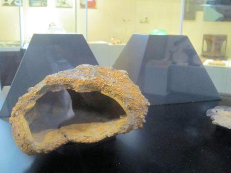 褐鉄鉱容器