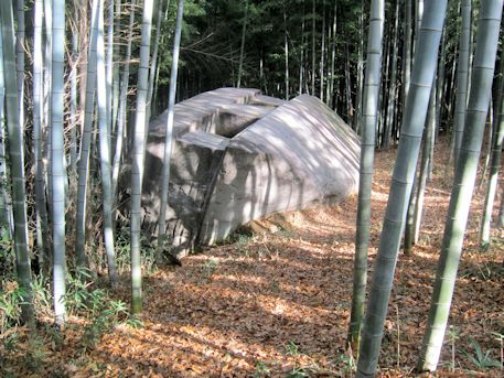 益田岩船と竹林