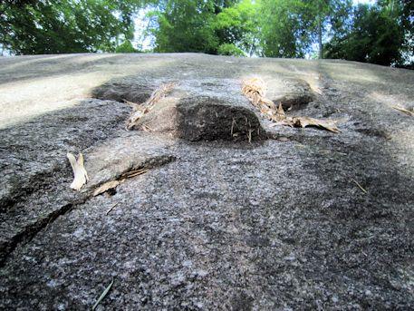 益田岩船の岩肌