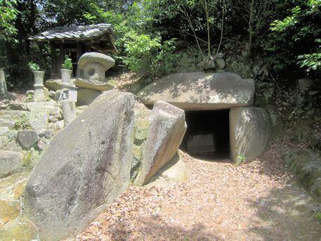 西宮古墳の墓道